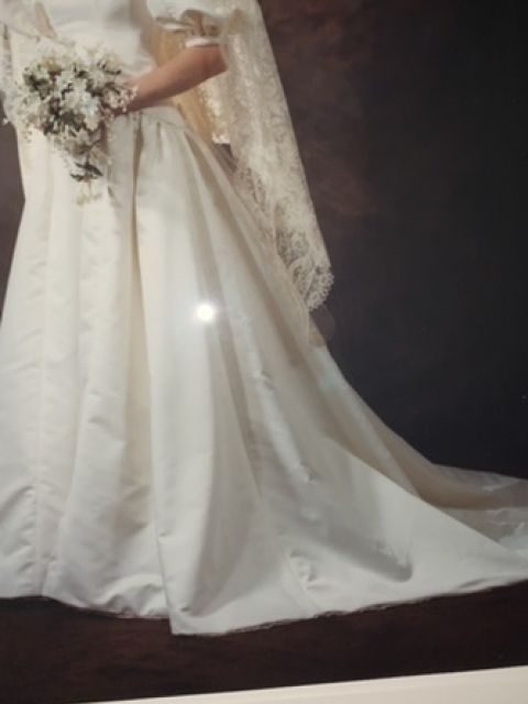 Used Priscilla Of Boston Wedding Dress Size 4 400