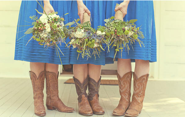 blue-bridesmaids-bouquets