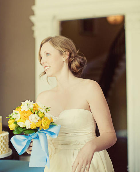 blue-ribbon-wedding-bouquet