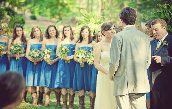 farm-bridesmaids-bouquets-examples
