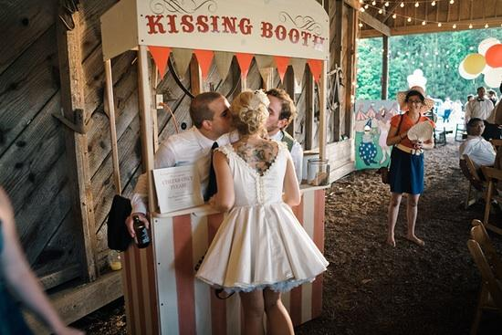 wedding-kissing-booth-1