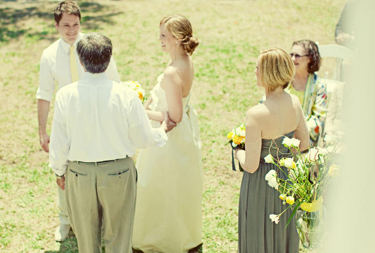 yellow-and-blue-outdoor-wedding-ceremony
