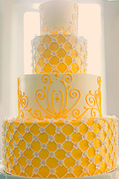 yellow-and-white-wedding-cake-ideas