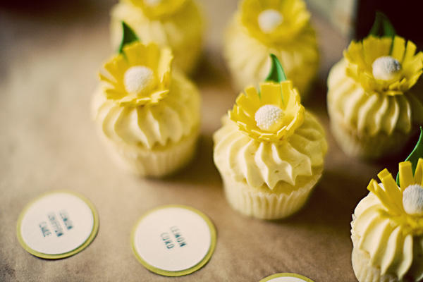 yellow-wedding-cupcakes