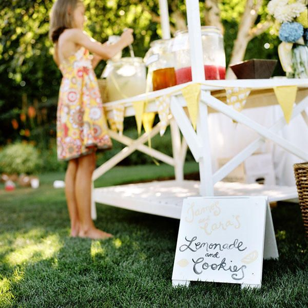 wedding-lemonade-stand