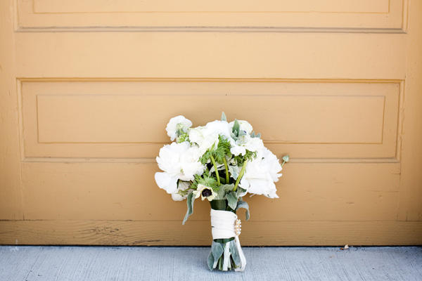 white-wedding-bouquets