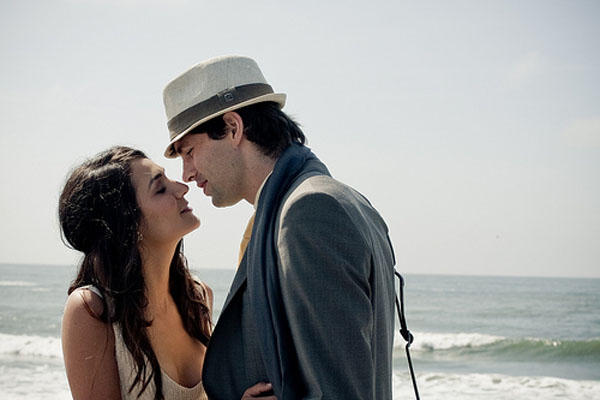 beach-wedding-kiss