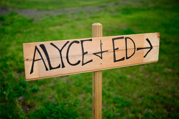 wooden-wedding-sign