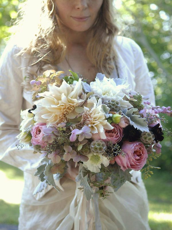 dahlia-wedding-bouquet