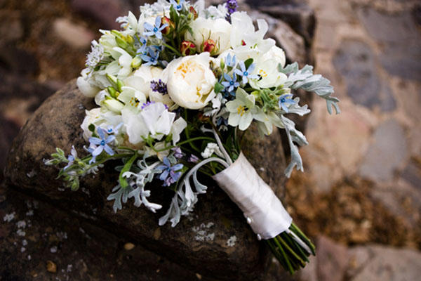 white-wedding-bouquet