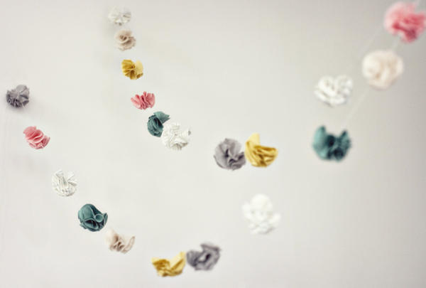 DIY Miniature Fabric Flower Garland