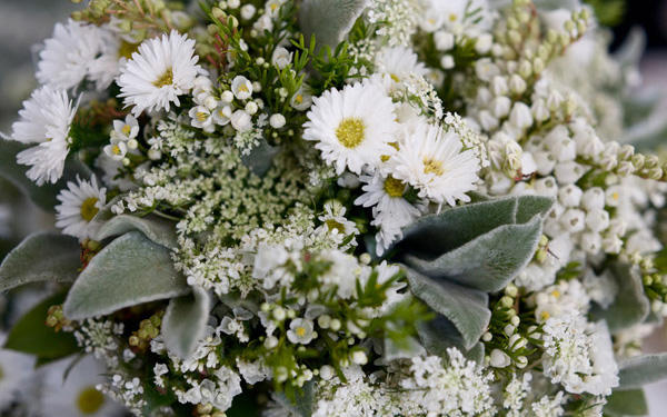 white-wedding-flowers-1