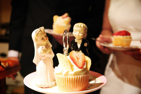 antique-wedding-caketoppers