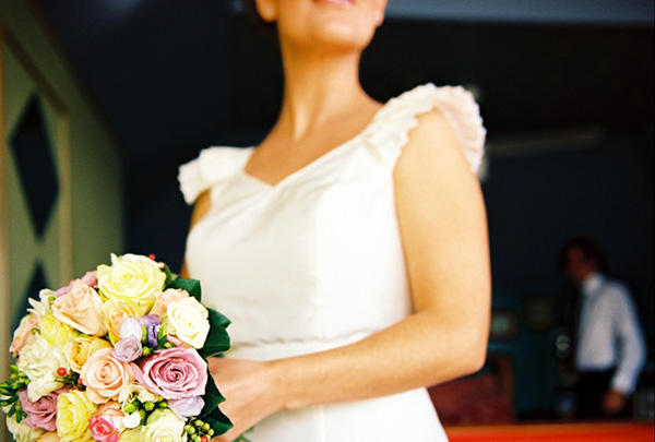 yellow-pink-rose-wedding-bouquet