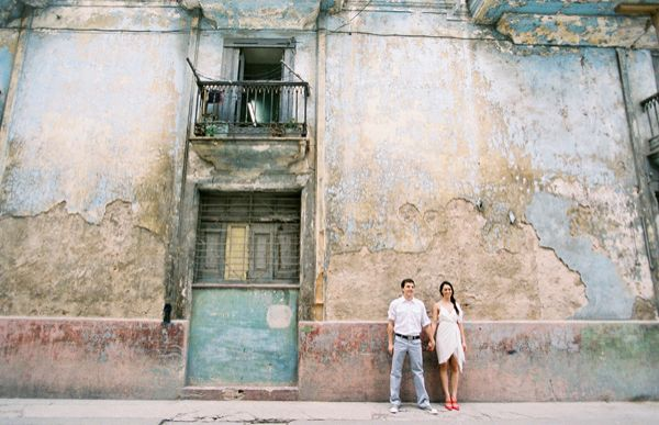 Cuba Couple Old Wall