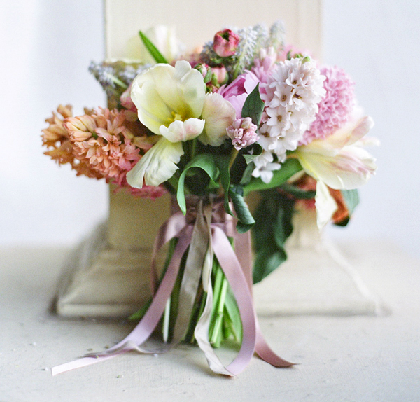 Pastel Wedding Flowers: Sculptural Draping