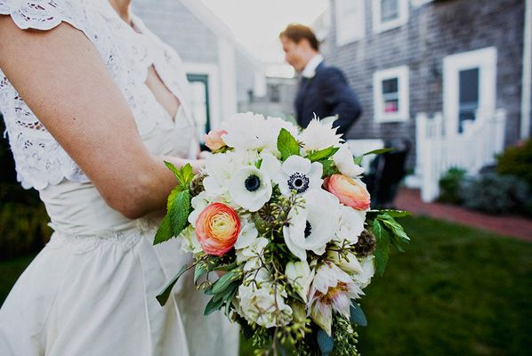 peach-and-white-wedding-bouquet
