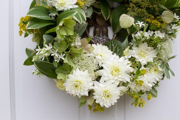 white-wedding-wreath