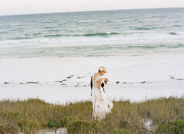 seaside-bride-and-groom