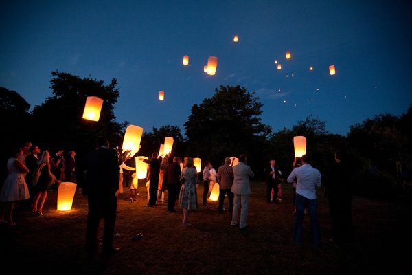 sky-lantern-wedding-ideas1
