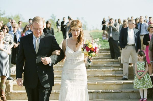 bride-outdoor-ampitheater-aisle