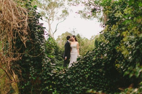 great-gatsby-wedding-garden-ceremony-ivy-bride-groom