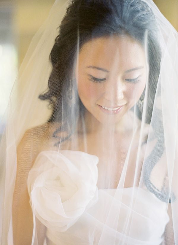 hawaii-wedding-bride-veil-1