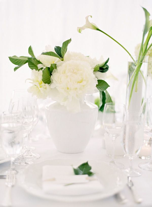 napa-wedding-white-tulups-centerpiece