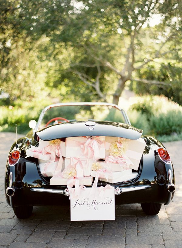 wedding-reception-getaway-car-hydranga-decoration