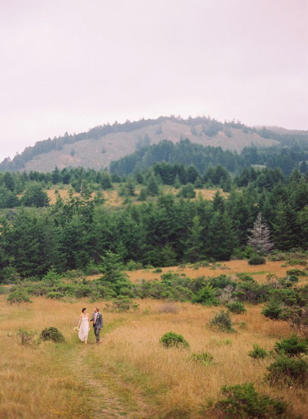 california-elopement-mountains-field-grass-bouquet