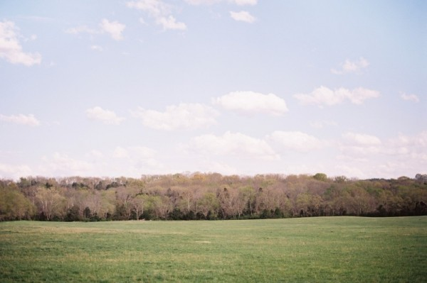 tennessee-open-fields-engagement-photo-location-600×399