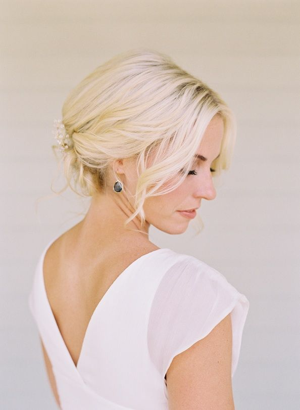 bright elegant bride wedding hairstyles jewelry