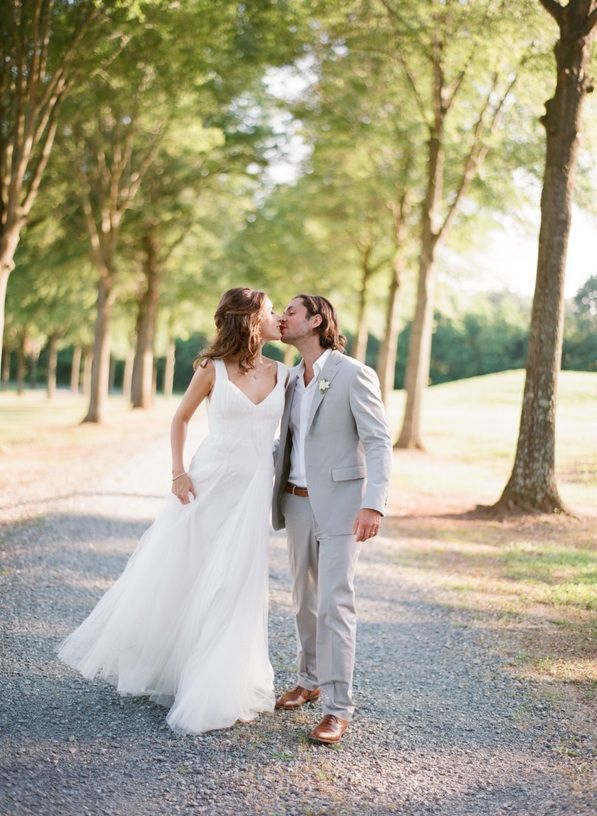 Elegant Virginia Outdoor Wedding Bride Groom Kiss Wedding Hairstyles