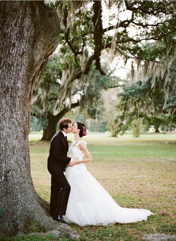 new-orleans-french-quarter-wedding-bride-groom-moss-bachground