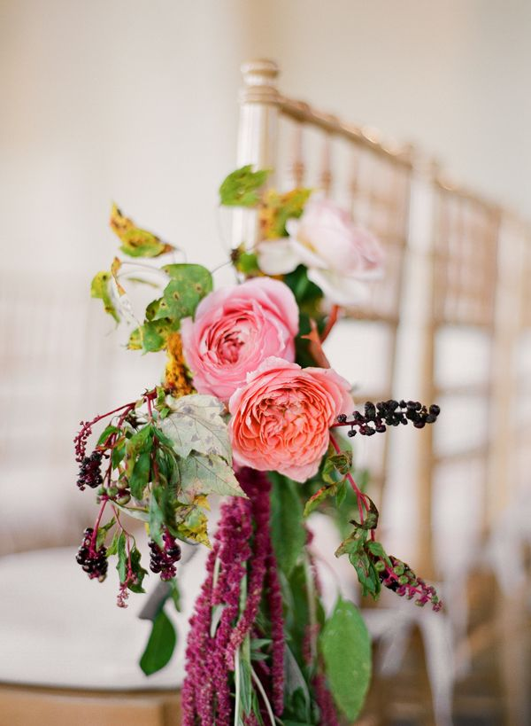 pink-coral-aisle-marker-magenta-garden-roses-fall-leaves