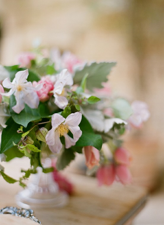 elopement flowers white