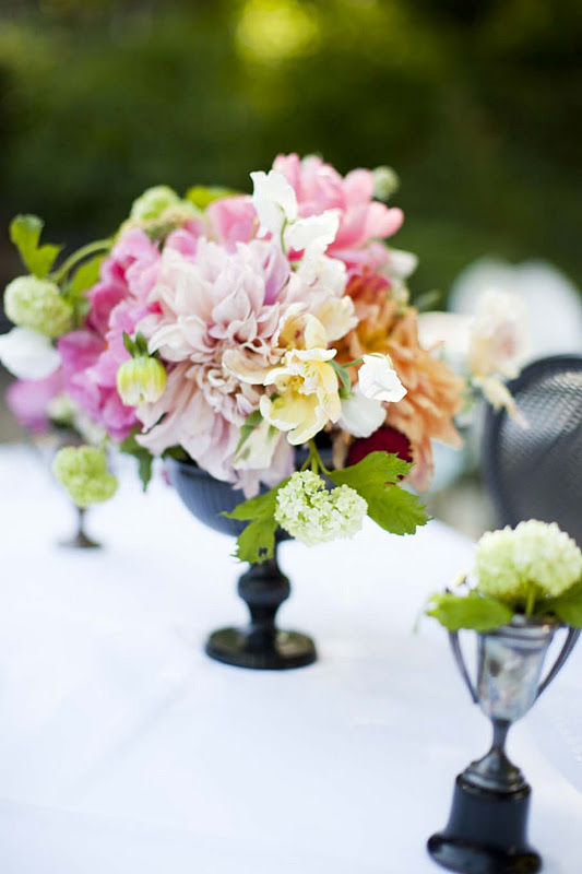 black vase wedding reception centerpieces