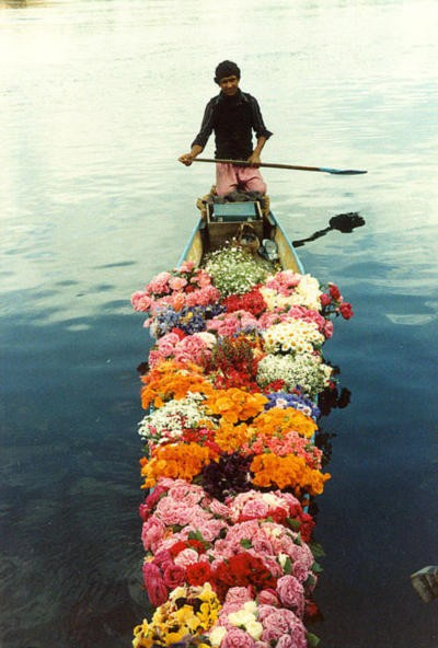 boat flower delivery