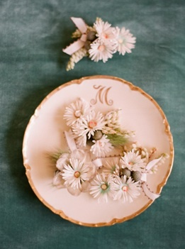 boutonnieres pink daisy