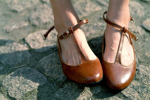 brown shoes tstrap