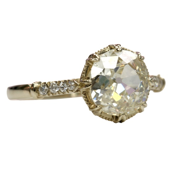 circule diamond antique ring