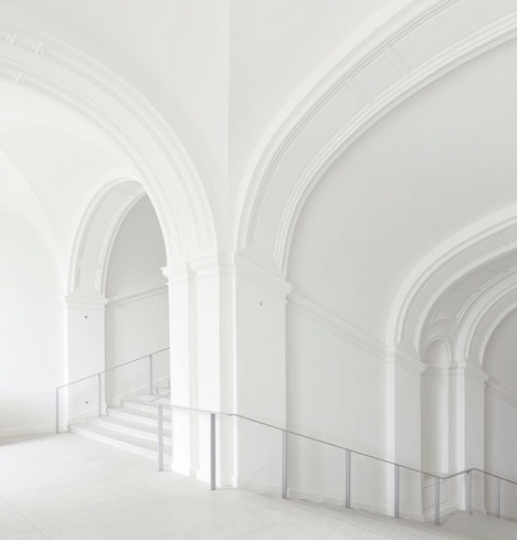 clean-white-museum-interiors