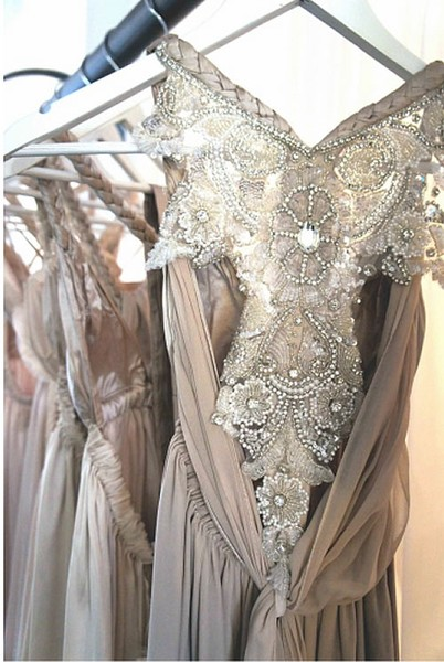 detail delicacy of anna campbells gowns