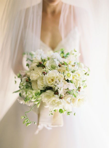 Elegant Traditional White Bouquet
