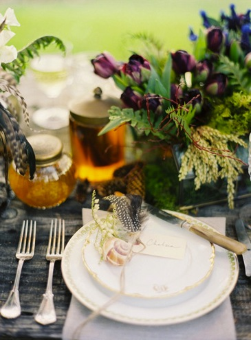 fall wedding table setting feather decorations