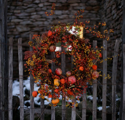 fall wreath wedding ceremony decorations