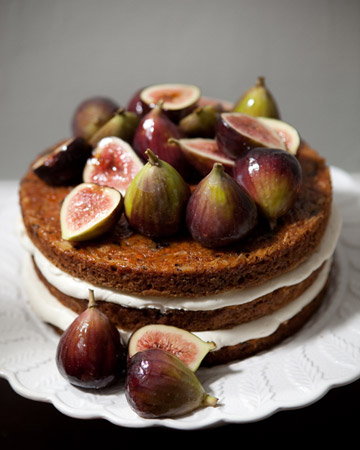 fig layered wedding cake