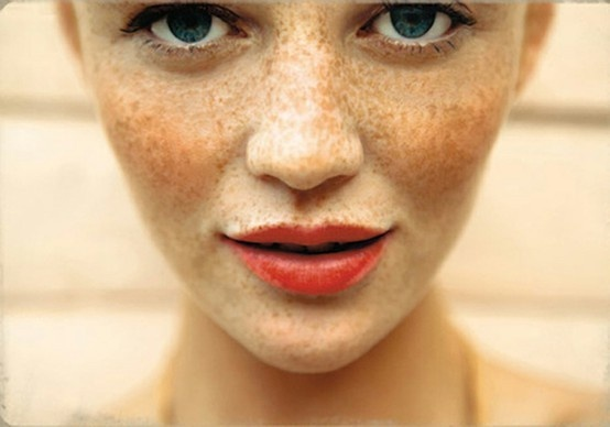 freckles red lips