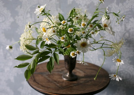 green daisy wedding centerpiece
