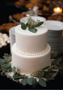 green eucalyptus wedding cake